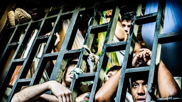 Prisioneros en los calabozos de la Policía de Chacao, en el distrito de Caracas