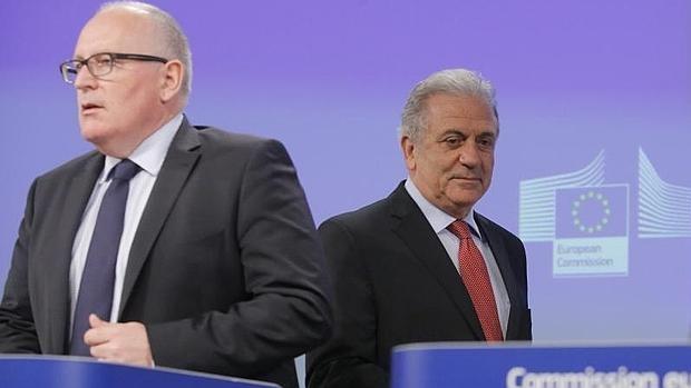 La Comisión Europea sugiere crear una agencia central para repartir a los refugiados