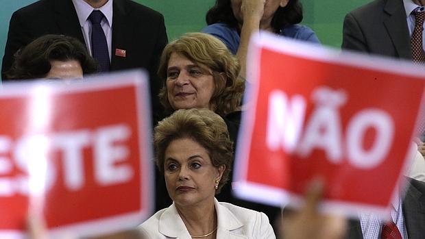 La presidenta brasileña, Dilma Rousseff, asiste a un acto con profesores y estudiantes