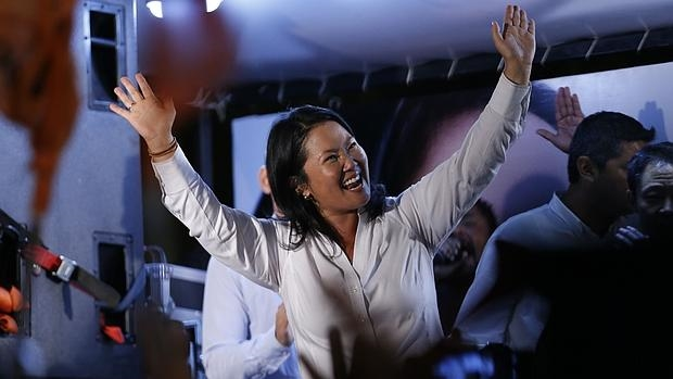 Keiko Fujimori celebra su triunf0 en la primera vuelta de las presidenciales, este domingo en Lima