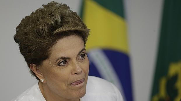 Brasil se asoma al abismo con la revocación de Rousseff, cada vez más cerca de la destitución