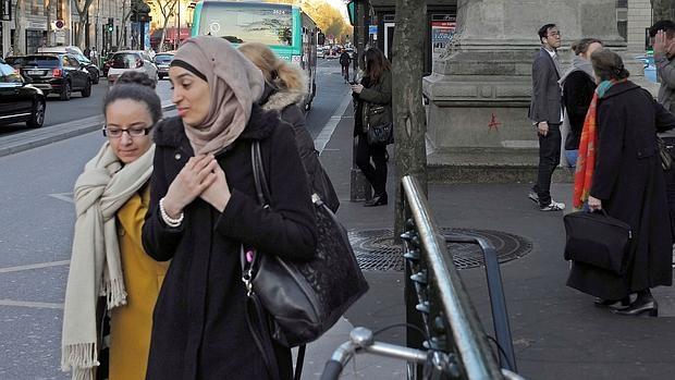 La «moda» del velo islámico llega al elitista Instituto de Estudios Políticos de París