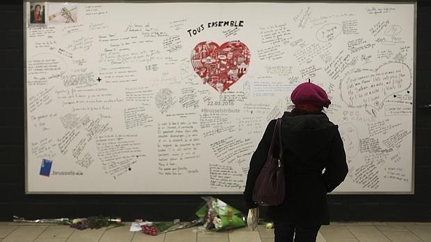 Reabre la estación de metro de Maelbeek un mes después de los atentados de Bruselas