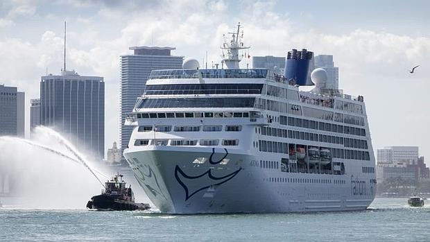 Zarpa desde Miami el primer crucero de EE.UU. a Cuba en cinco décadas