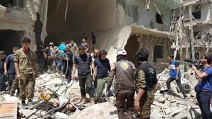 Impactantes imágenes del rescate de unos niños tras el ataque a un barrio rebelde de Alepo
