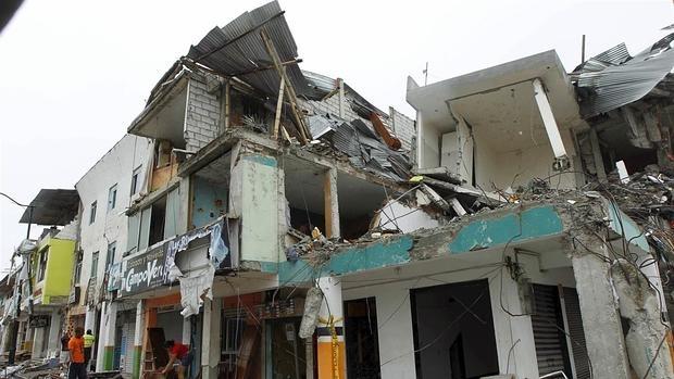 Ecuador abrirá una investigación sobre los fallos de construcción tras el terremoto
