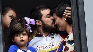 Daniel Ceballos, con su familia, tras cambiar la cárcel por el arresto domiciliario el pasado agosto