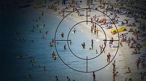«Bild» alarma con posibles atentados de Daesh en playas de Italia y España