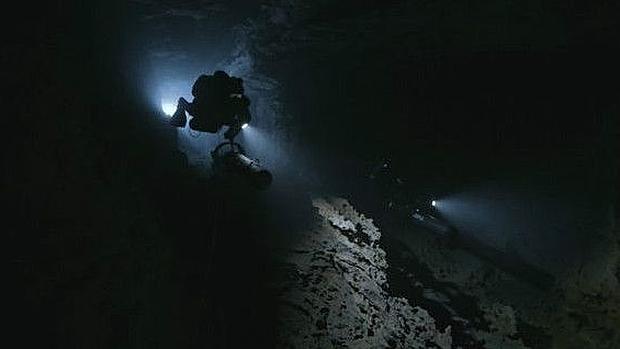 Los buzos que arriesgaron su vida en la cueva más profunda jamás explorada para recuperar el cuerpo de sus compañeros