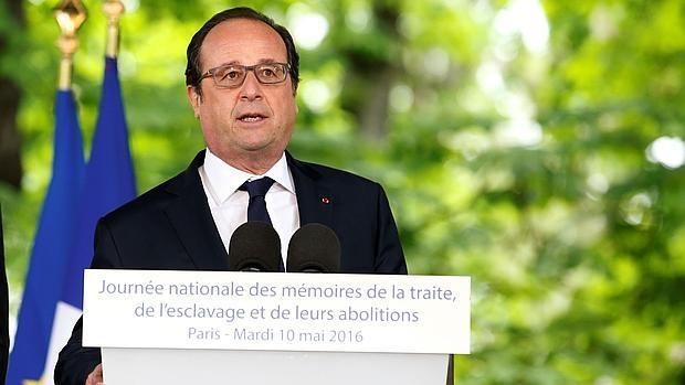 Hollande, cercado por una multiplicación de crisis políticas y económicas