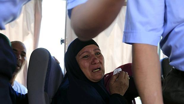 Familiares de los pasajeros del vuelo MS804 de EgyptAir desaparecido cuando realizaba el trayecto París-El Cairo llegan al aeropuerto de El Cairo