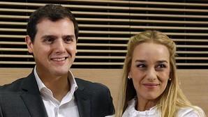 Albert Rivera y Lilian Tintori, esposa del opositor venezolano Leopoldo López