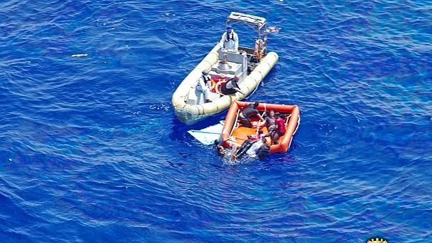 Se hunde una barcaza con 590 inmigrantes en las aguas de Libia