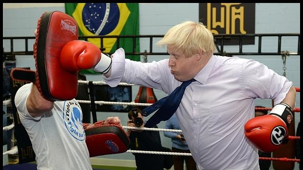 Boris Johnson, a mandobles con la UE