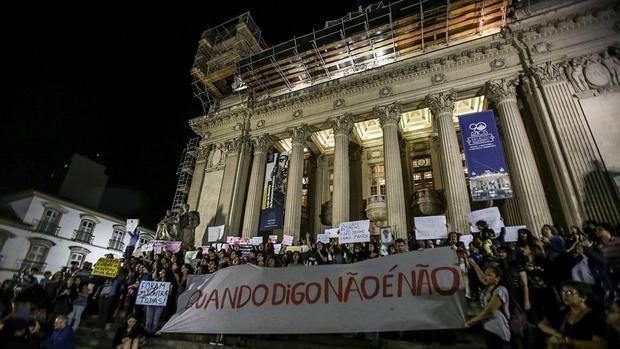 «No duele el útero, duele el alma», la víctima de una violación colectiva en Brasil