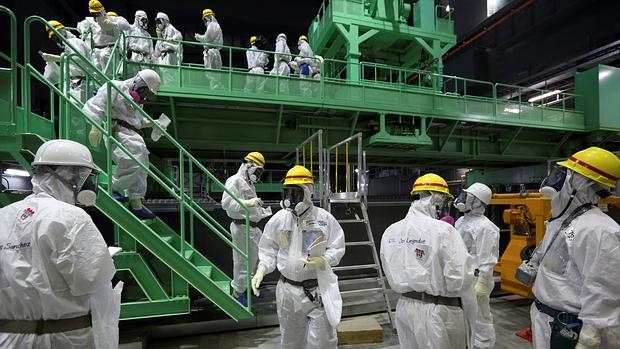 Los técnicos de Tokyo Electric Power (TEPCO)