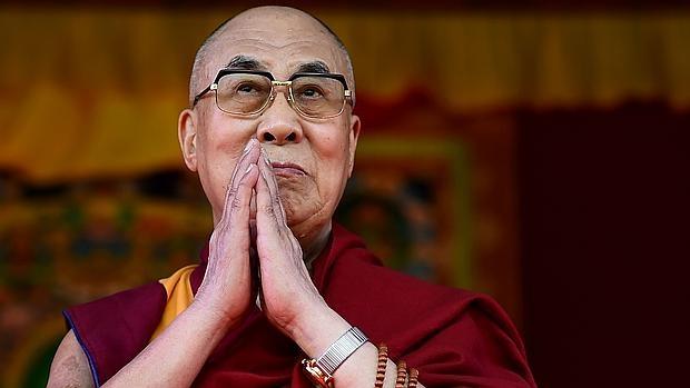 El Dalai Lama cree que han llegado «demasiados» refugiados a Europa