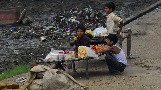 Las mafias drogan y obligan a mendigar a más de 300.000 niños en la India