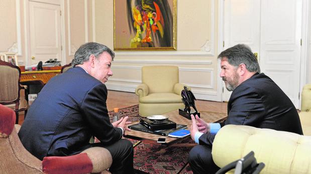 Juan Manuel Santos, durante la entrevista con Bieito Rubido