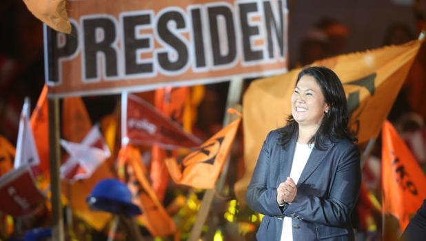 Keiko Fujimori espera ganar hoy y limpiar así el nombre de su padre