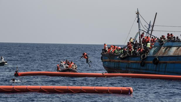 En las últimas semanas, se han multiplicado los accidentes de barcazas y lanchas neumáticas que parten desde Libia