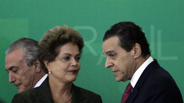 Dilma Rousseff con Henrique Eduardo Alves (d)