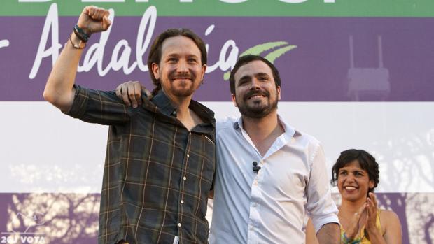 El líder de Podemos, Pablo Iglesias, y el coordinador general de Izquierda Unida, Alberto Garzón, durante el acto de campaña en Jerez de la Frontera