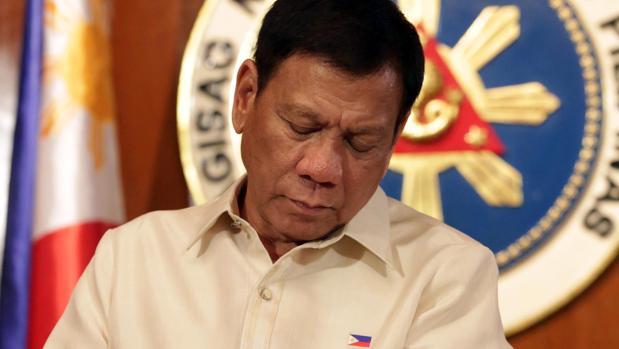 Rodrigo Duterte, el presidente electo de Filipinas, espera en el Palacio Malacanang a que comience su ceremonia de investidura