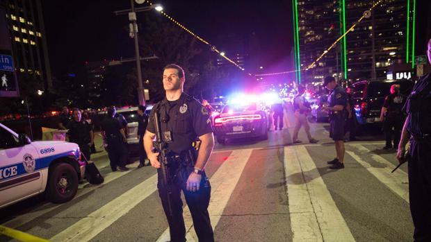 Cinco agentes muertos y seis heridos durante las protestas contra los abusos policiales en Dallas