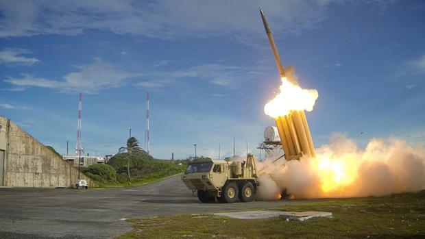 Imagen de un escudo antimisil THAAD similar al que desplegarán en Corea del Sur las fuerzas estadounidenses en funcionamiento en 2013