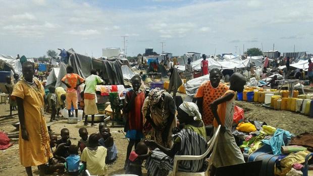 Éxodo masivo en Sudán del Sur durante una pausa en los combates que ya han matado a 272 personas