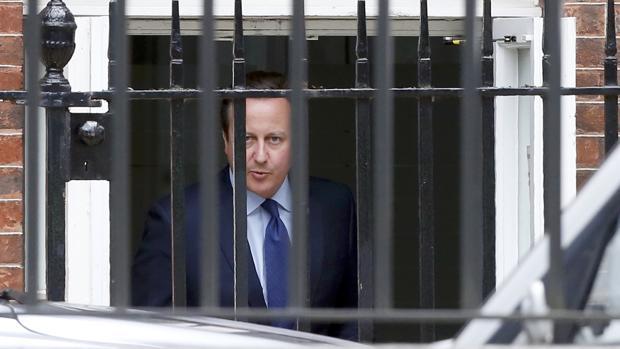 Cameron se despide de sus ministros en una «emotiva» última reunión