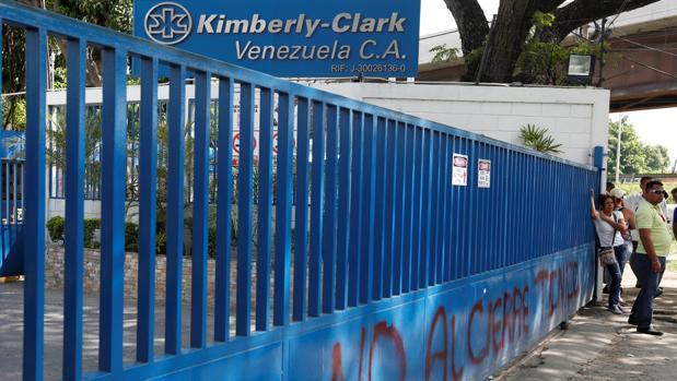 Maduro manda ocupar la planta clausurada de la empresa Kimberly Clark