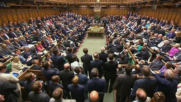 Hemeroteca: El Parlamento británico estudiará si se celebra un segundo referéndum | Autor del artículo: Finanzas.com