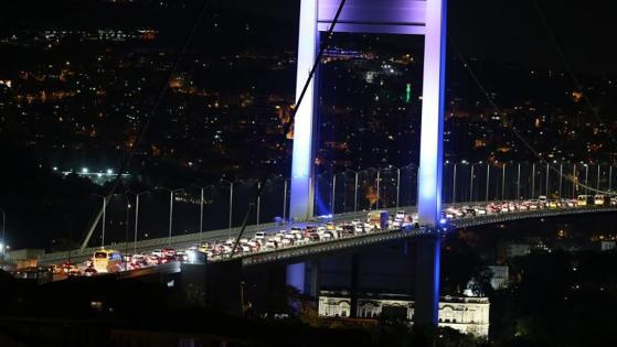 El puente sobre el Bósforo, colapsado