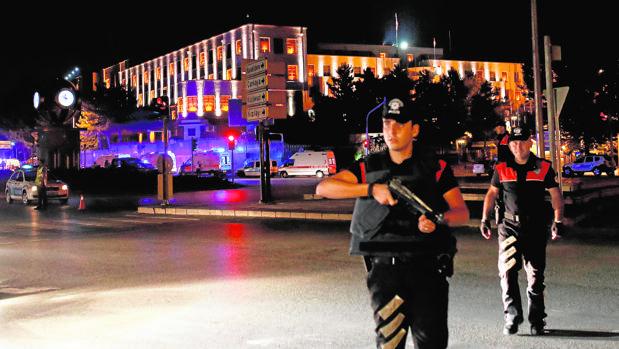 Un grupo de militares turcos se subleva contra el Gobierno de Yildirim