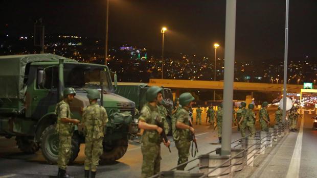 Dos de los principales partidos opositores rechazan el golpe militar