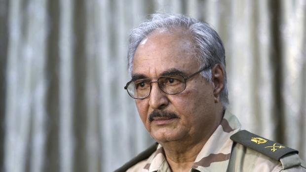 El General Jalifa Hifter, líder del Ejército Nacional Libio (LNA)