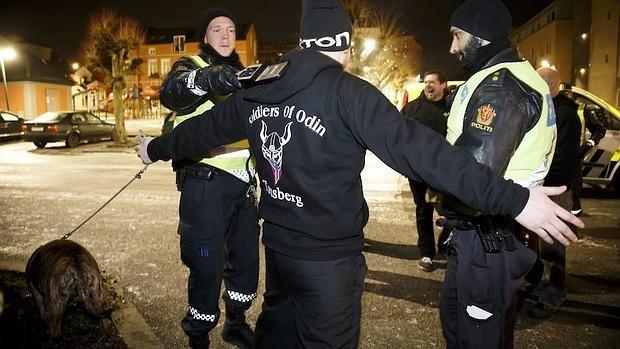 La Policía neerlandesa investiga a un grupo xenófobo por un ataque a un refugiado
