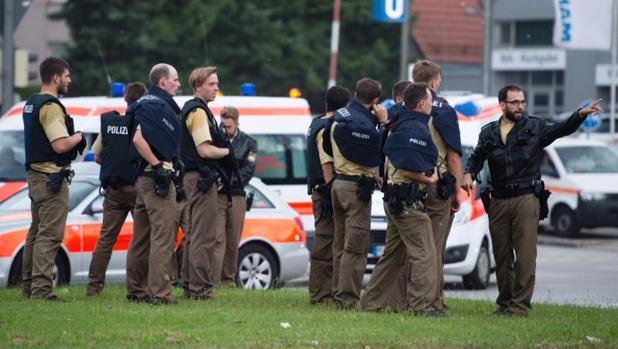Tres terroristas a la fuga y un segundo tiroteo en la plaza de Karlsplatz, según medios alemanes