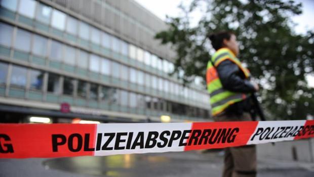 «Extranjeros de mierda. Yo soy alemán», ha gritado uno de los atacantes en el centro comercial de Múnich