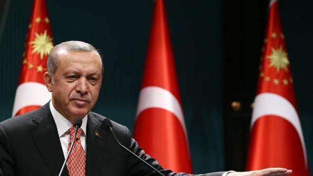 Erdogán ordena el cierre de más de 130 medios de comunicación