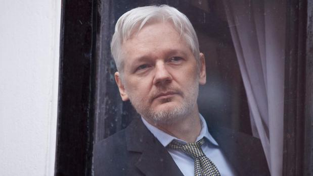 Assange amenaza dinamitar las elecciones presidenciales con más filtraciones