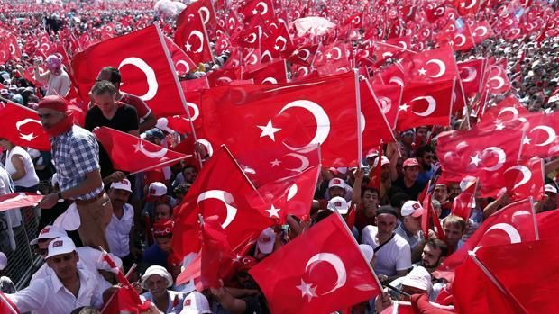 Hemeroteca: Multitudinaria marcha pro Erdogan: «Moriríamos por el presidente»   Autor del artículo: Finanzas.com