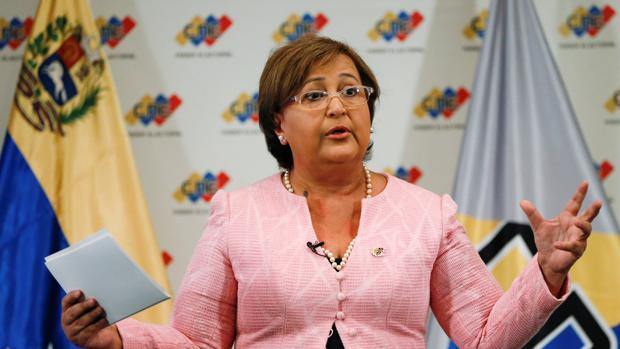 La presidenta del CNE, Tibisay Lucena, comparece ante la prensa