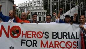 Apelan al Tribunal Supremo para que Marcos no sea enterrado como un héroe en Filipinas