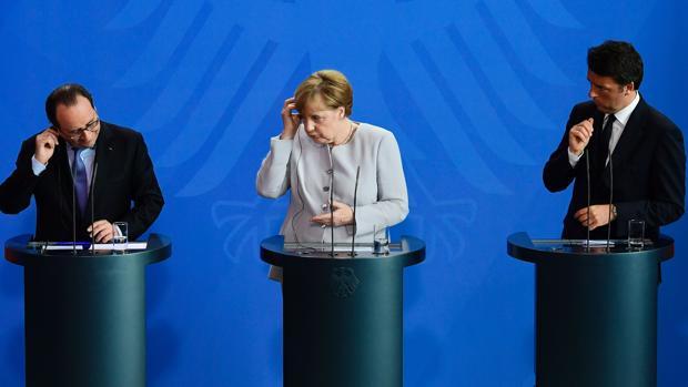 El presidente de Francia, Hollande, la canciller de Alemania, Merkel, y el primer ministro de Italia, Renzi