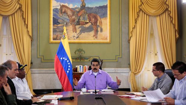 Maduro y sus ministros durante una reunión del Consejo