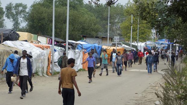 Reino Unido financiará la construcción de un muro cerca del campo de refugiados de Calais