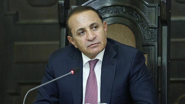 Dimite el primer ministro de Armenia tras un año de violencia y recesión económica